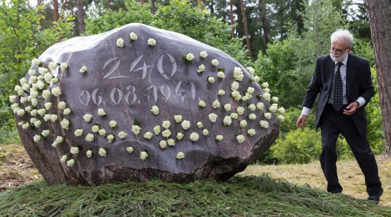 Holokausta upuru pieminas zimes atklasana (18)