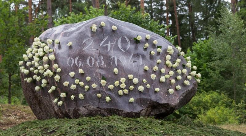 Holokausta upuru pieminas zimes atklasana (19)