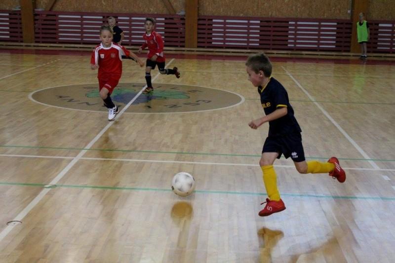 Telpu futbols Sabiles sporta hallē 2