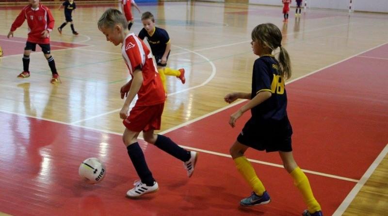 Telpu futbols Sabiles sporta hallē