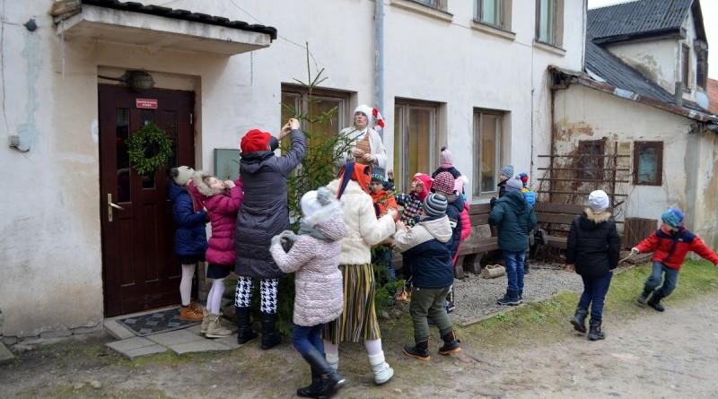 Sabiles bernu biblioteka_Ziemassvetku rotajumu gatavosana (14)
