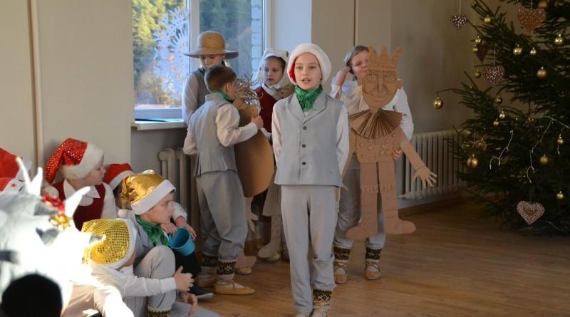 Ziemassvētki Sabiles pamatskolā (11)