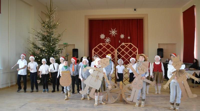 Ziemassvētki Sabiles pamatskolā (17)