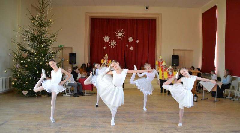 Ziemassvētki Sabiles pamatskolā (21)