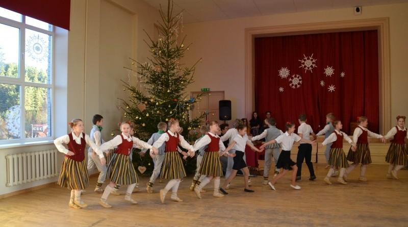 Ziemassvētki Sabiles pamatskolā (25)