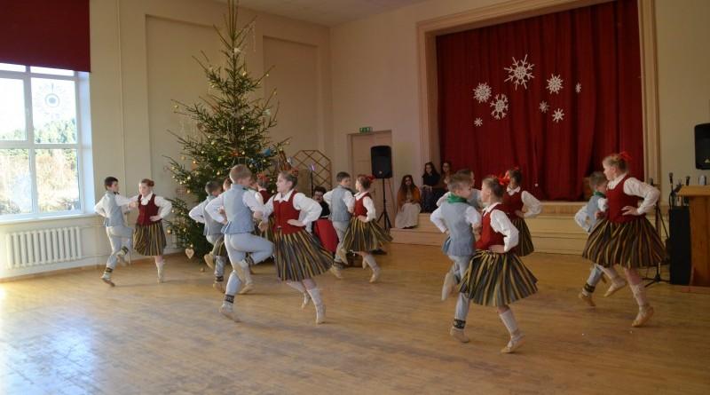 Ziemassvētki Sabiles pamatskolā (34)