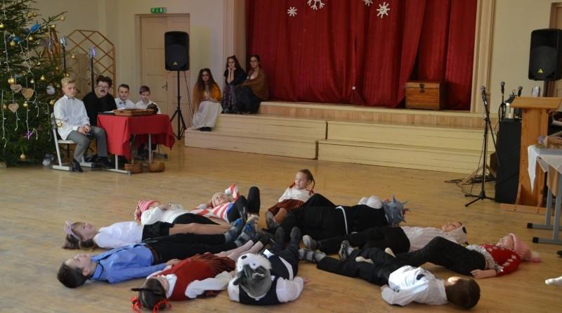 Ziemassvētki Sabiles pamatskolā (41)