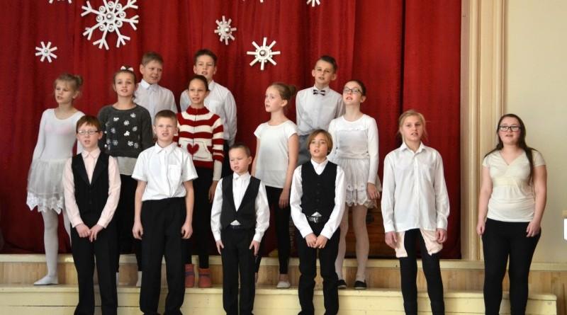 Ziemassvētki Sabiles pamatskolā (43)