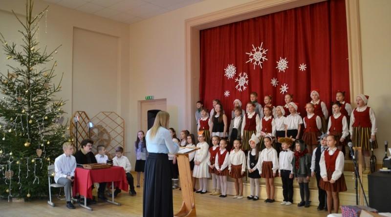 Ziemassvētki Sabiles pamatskolā (7)