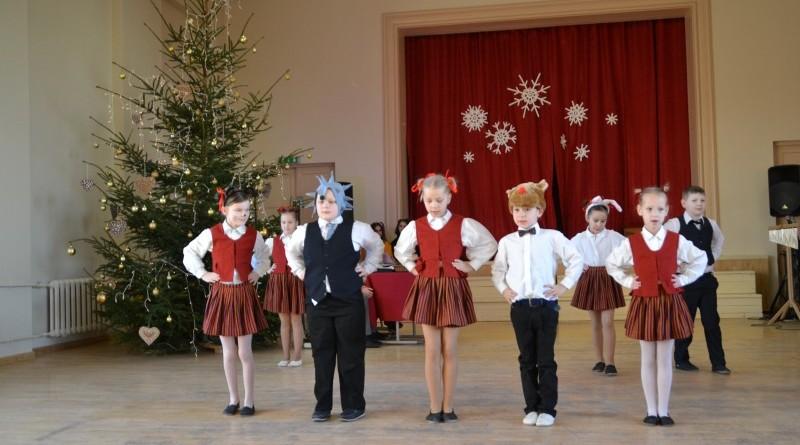 Ziemassvētki Sabiles pamatskolā (9)