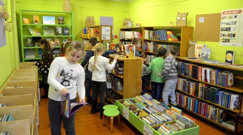 Pirmklasnieku iepazistinasana ar biblioteku (11)