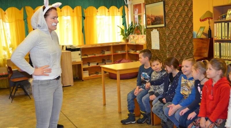 Pirmklasnieku iepazistinasana ar biblioteku (2)