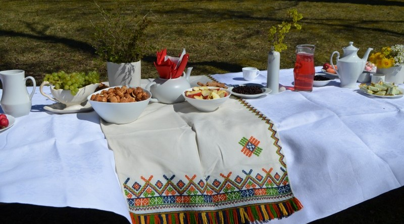 Balta galdauta svetki Sabile (3)
