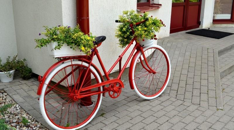 Soliņš-velosipēds pie Sabiles sporta centra_Ventspils ielā 17b
