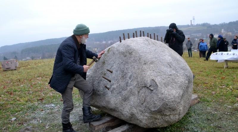 Ojāra Feldberga Latvijas simtgadei veltītā vides mākslas objekta 99+1=100 atklāšana (23)