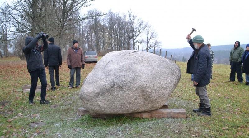 Ojāra Feldberga Latvijas simtgadei veltītā vides mākslas objekta 99+1=100 atklāšana (24)