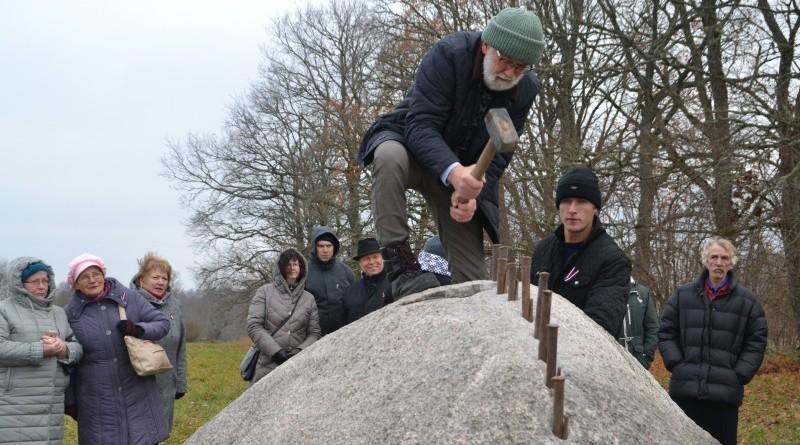 Ojāra Feldberga Latvijas simtgadei veltītā vides mākslas objekta 99+1=100 atklāšana (25)