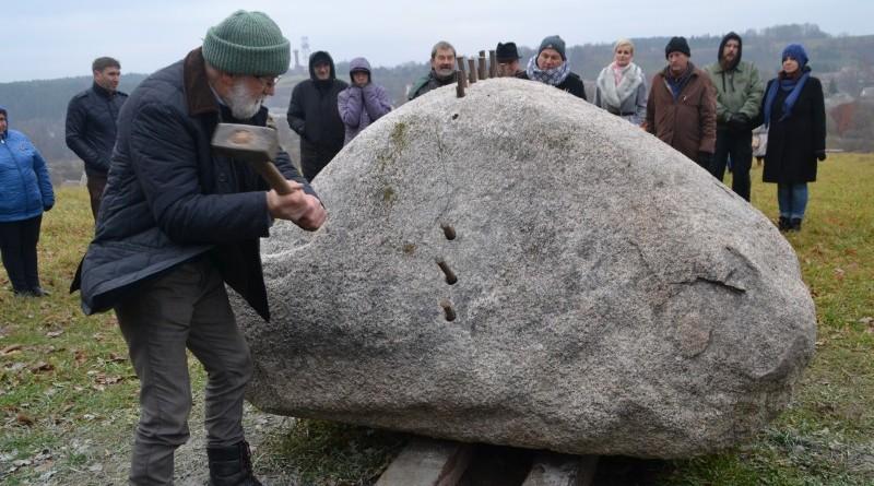 Ojāra Feldberga Latvijas simtgadei veltītā vides mākslas objekta 99+1=100 atklāšana (26)
