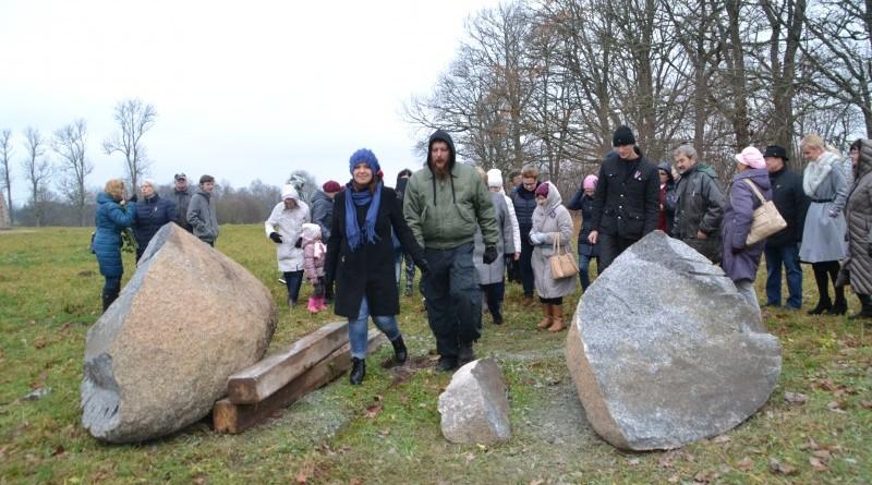 Ojāra Feldberga Latvijas simtgadei veltītā vides mākslas objekta 99+1=100 atklāšana (28)
