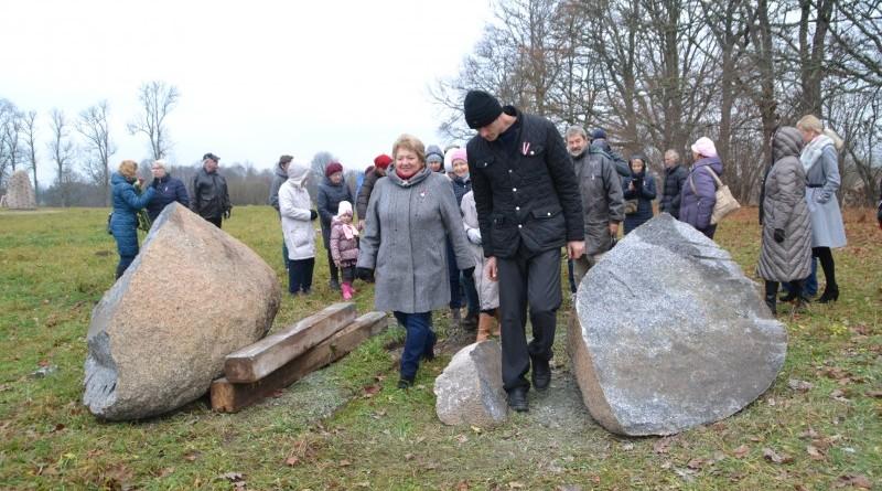 Ojāra Feldberga Latvijas simtgadei veltītā vides mākslas objekta 99+1=100 atklāšana (29)