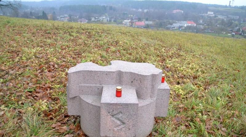 Ojāra Feldberga Latvijas simtgadei veltītā vides mākslas objekta 99+1=100 atklāšana (36)