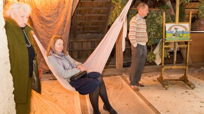 Sarades namiņa veidotājas iepazīstina ar Sabilē decembrī plānoto Dāvantirgu ar rozīnīti (11)