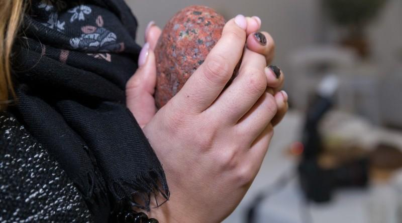 Sarades namiņa veidotājas iepazīstina ar Sabilē decembrī plānoto Dāvantirgu ar rozīnīti (17)