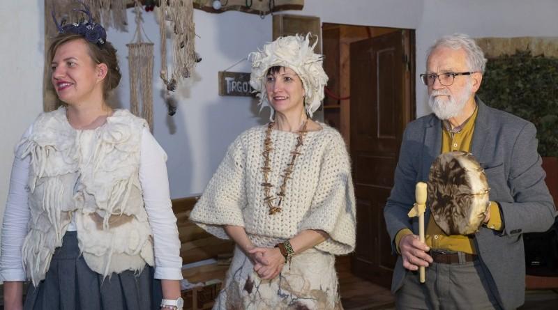 Sarades namiņa veidotājas iepazīstina ar Sabilē decembrī plānoto Dāvantirgu ar rozīnīti (18)