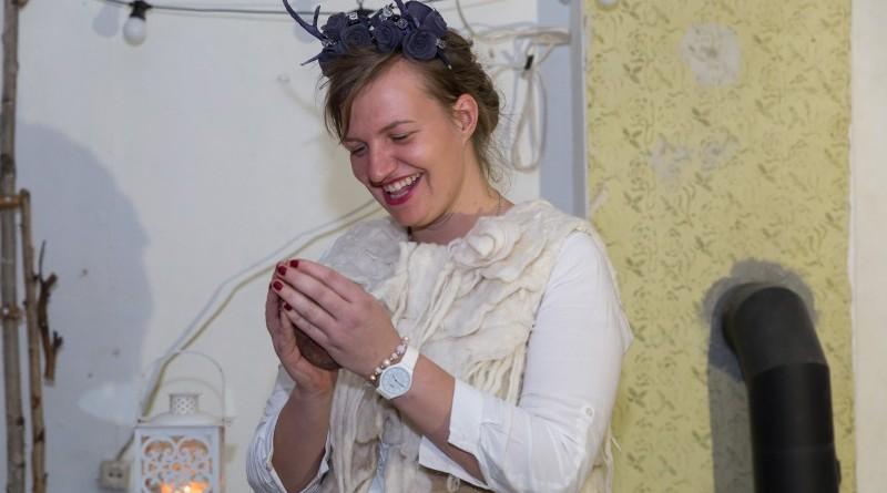 Sarades namiņa veidotājas iepazīstina ar Sabilē decembrī plānoto Dāvantirgu ar rozīnīti (19)