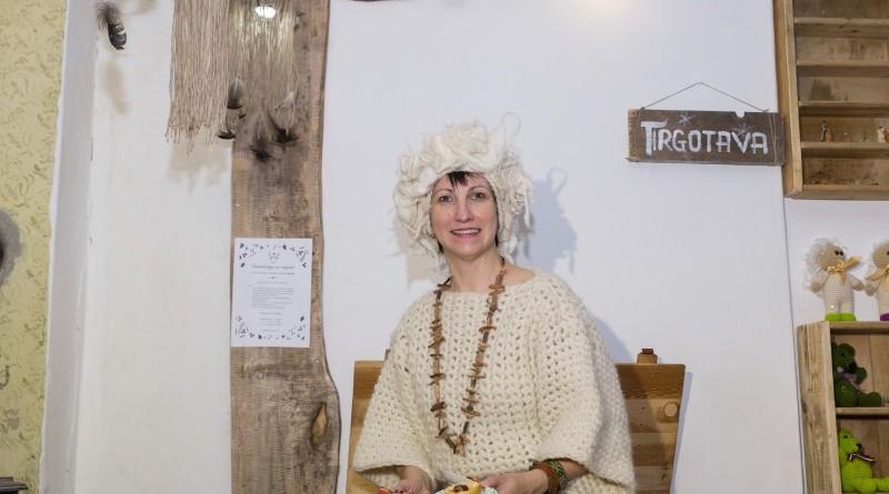 Sarades namiņa veidotājas iepazīstina ar Sabilē decembrī plānoto Dāvantirgu ar rozīnīti (32)