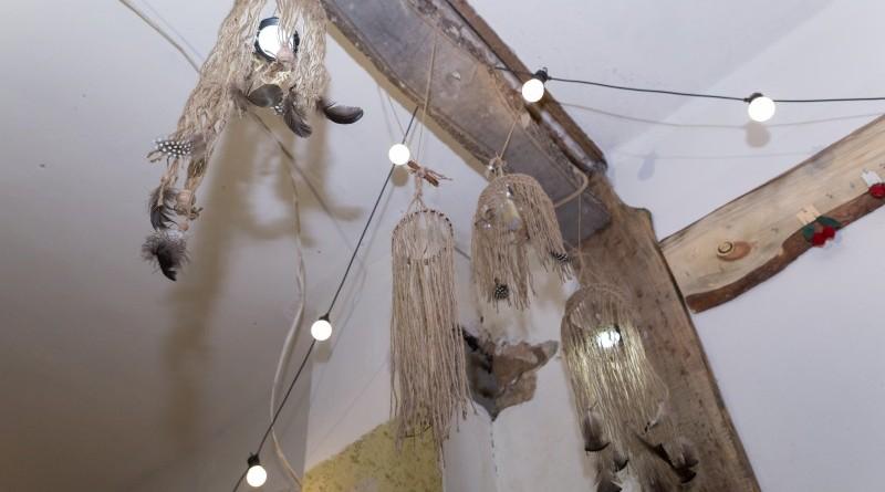 Sarades namiņa veidotājas iepazīstina ar Sabilē decembrī plānoto Dāvantirgu ar rozīnīti (33)