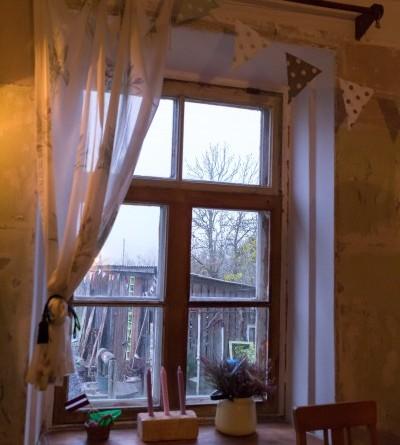 Sarades namiņa veidotājas iepazīstina ar Sabilē decembrī plānoto Dāvantirgu ar rozīnīti (38)