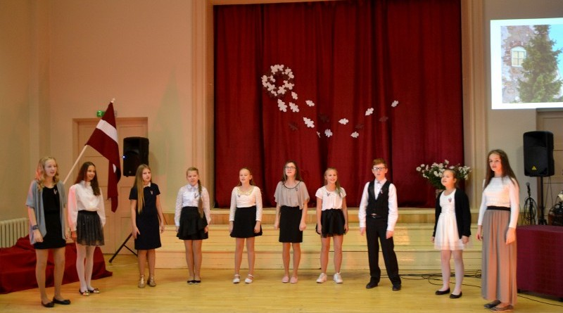 Valsts svētku koncerts Sabiles pamatskolā (11)