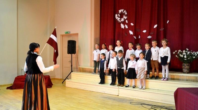 Valsts svētku koncerts Sabiles pamatskolā (13)