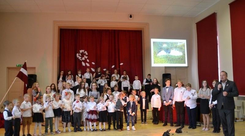Valsts svētku koncerts Sabiles pamatskolā (14)
