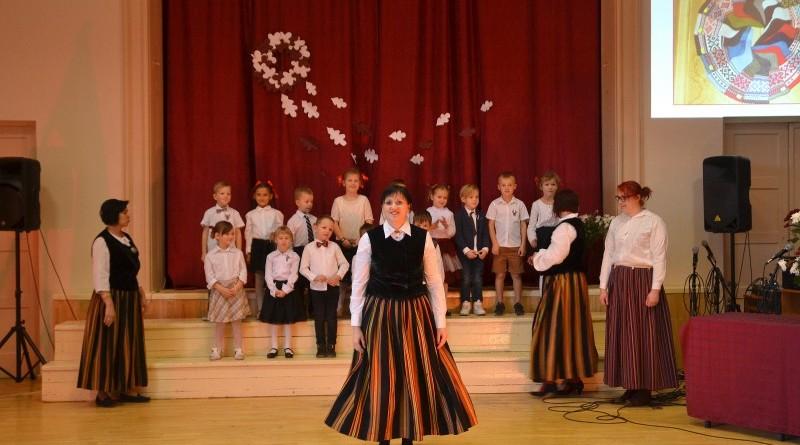 Valsts svētku koncerts Sabiles pamatskolā (9)