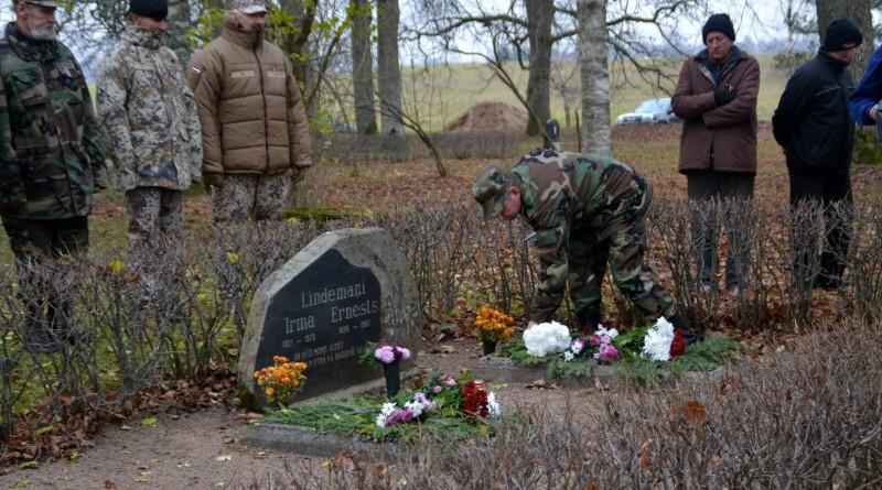 Zemessardzes veterānu organizētais piemiņas brīdis Valgales kapos_ 11_novembris (7)