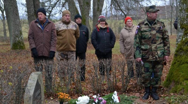 Zemessardzes veterānu organizētais piemiņas brīdis Valgales kapos_ 11_novembris (8)