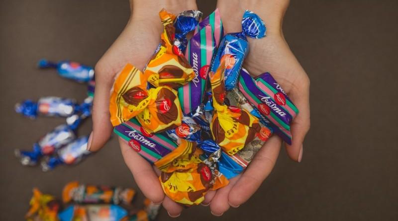 Sabile_Karstvīna svētki_parāde_Saldumtūte_Laimas produkti