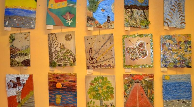 Sabiles bērnu bibliotēka_Izstāde_100 radošu domu Latvijai (3)