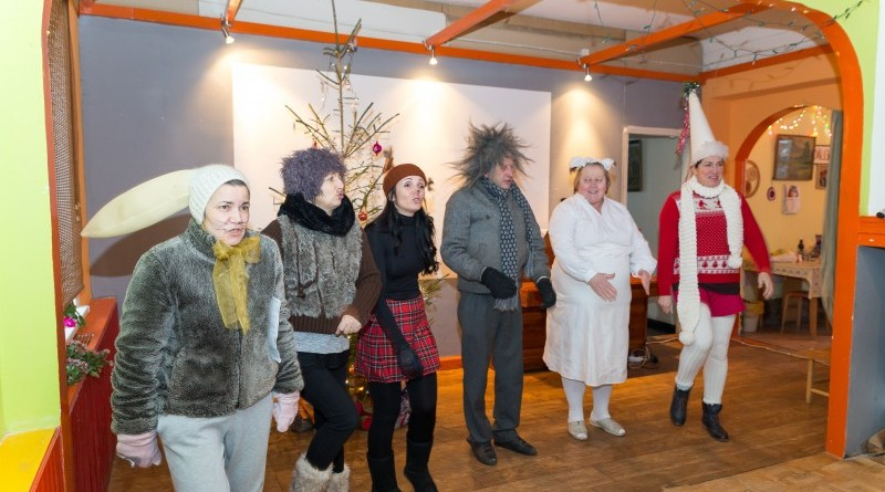 Sabiles kultūras nams un draugi Ziemassvētkos sveic Sabiles pensionārus_2018_decembris (1)