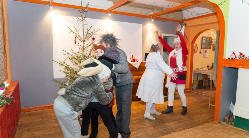 Sabiles kultūras nams un draugi Ziemassvētkos sveic Sabiles pensionārus_2018_decembris (2)