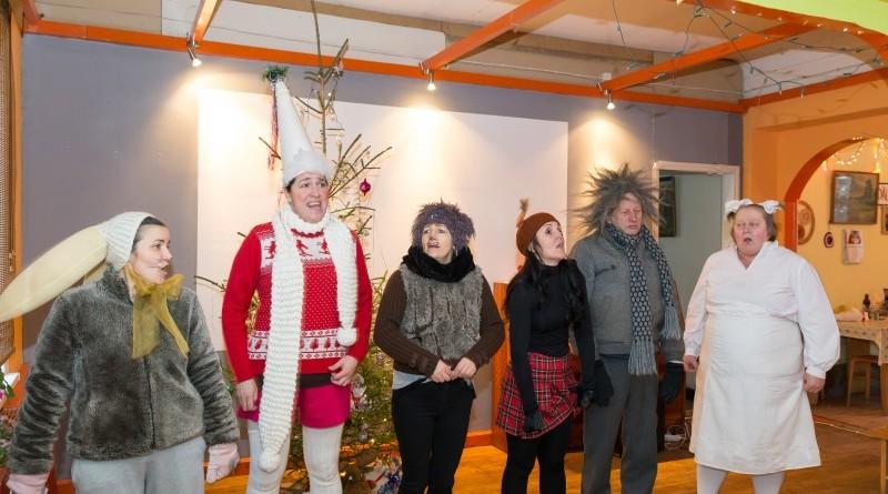 Sabiles kultūras nams un draugi Ziemassvētkos sveic Sabiles pensionārus_2018_decembris (5)