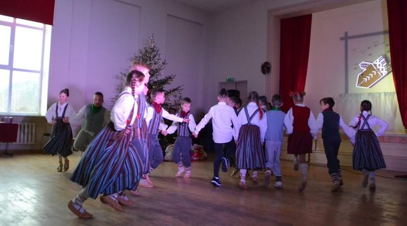 Ziemassvētku eglītes pasākums Sabiles pamatskolā (6)