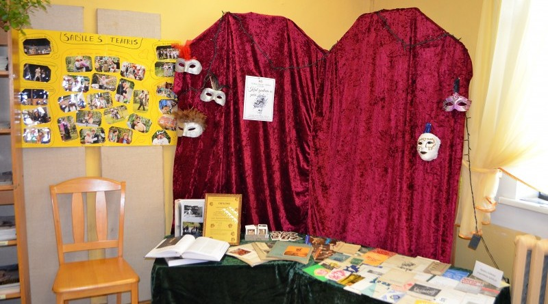 Sabiles biblioteka_Teatra dienais veltita izstade_2019_marts (4)