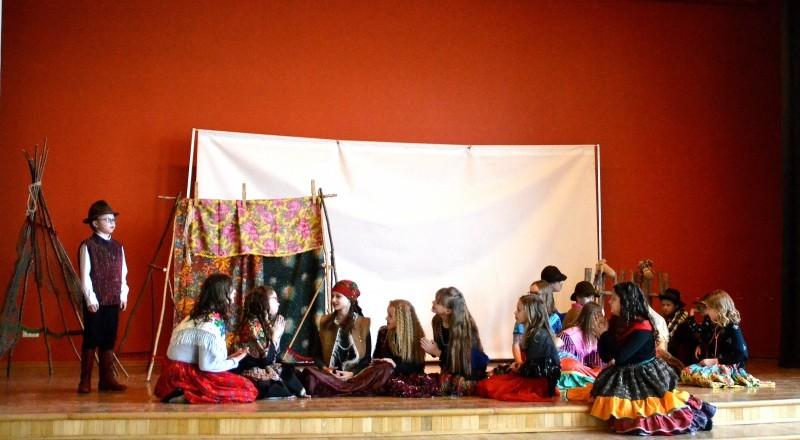 Sabiles kulturas nama bernu teatra pulcins_Atziniba_Ciganmeitens Ringla_2019_marts (3)