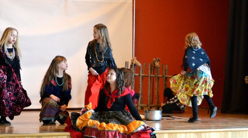 Sabiles kulturas nama bernu teatra pulcins_Atziniba_Ciganmeitens Ringla_2019_marts (5)