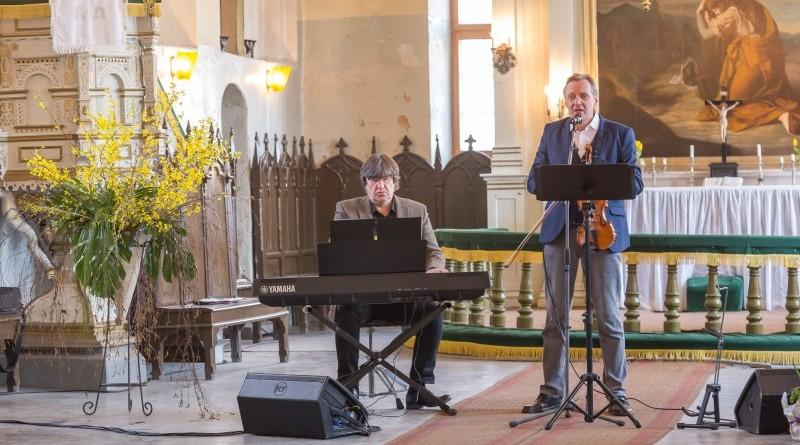 Janis Lusens un Zigfrids Muktupavels_Sabile_Labdaribas koncerts_Sarades namina atjaunosanai_2019_22 aprilis (31)