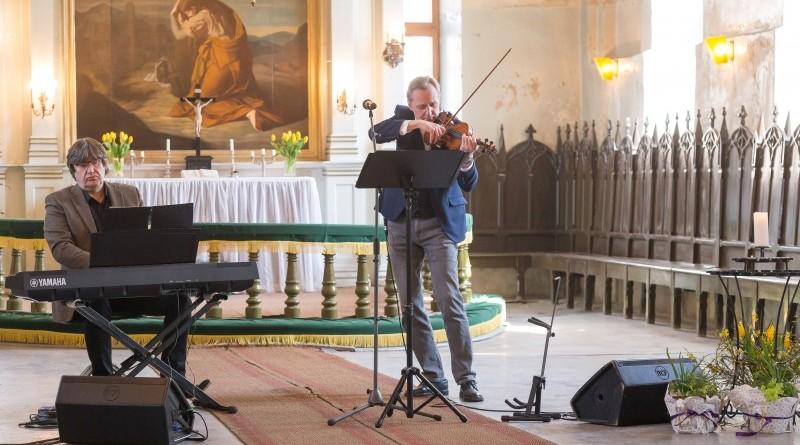 Janis Lusens un Zigfrids Muktupavels_Sabile_Labdaribas koncerts_Sarades namina atjaunosanai_2019_22 aprilis (8)