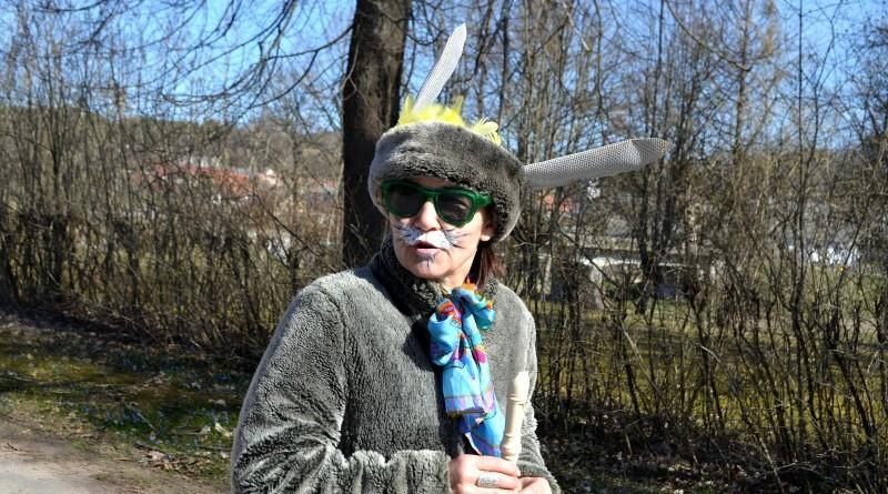Sabile_Zaķu gājiens uz senioru namiņu Kalme_2019_18 aprīlis (12)